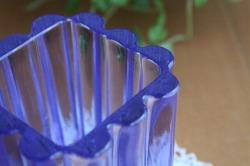 ガラスのヴィンテージフラワーベース